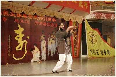 Esibizione alle Celebrazioni annuali (Cina, Guangzhou, 2008)